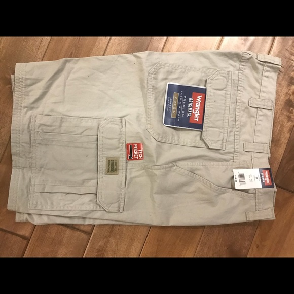 real deal outlet store sale cheap Men's wrangler cargo shorts NWT